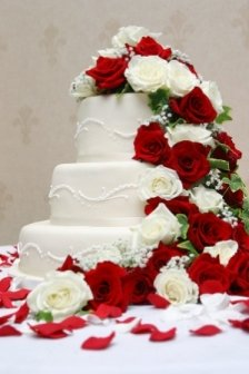 wedding cake decorated festively for Christmas themed wedding plan
